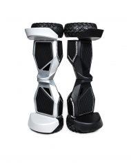 4×4-noir-et-gris-debout-min